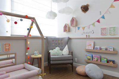 quarto de bebê com almofadas