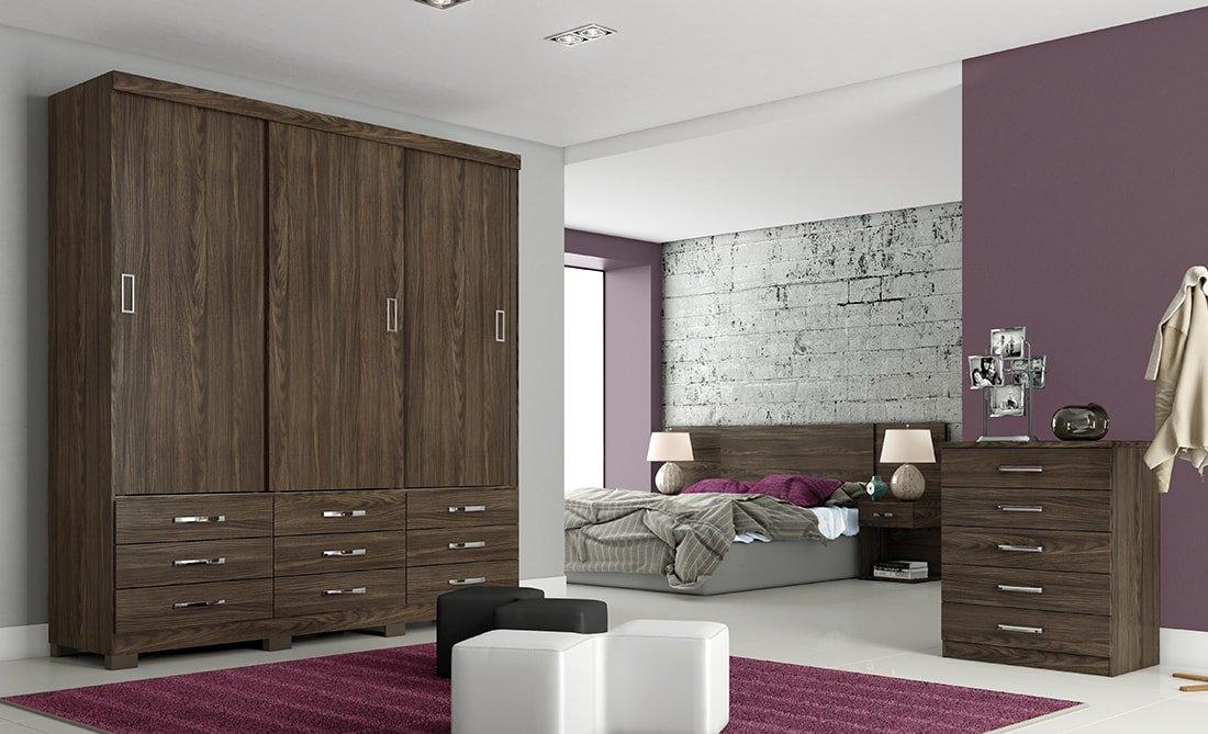 Ambiente de quarto com guarda-roupa, cama e cômoda